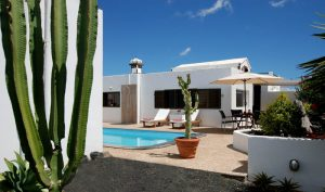 villa with private and heated pool