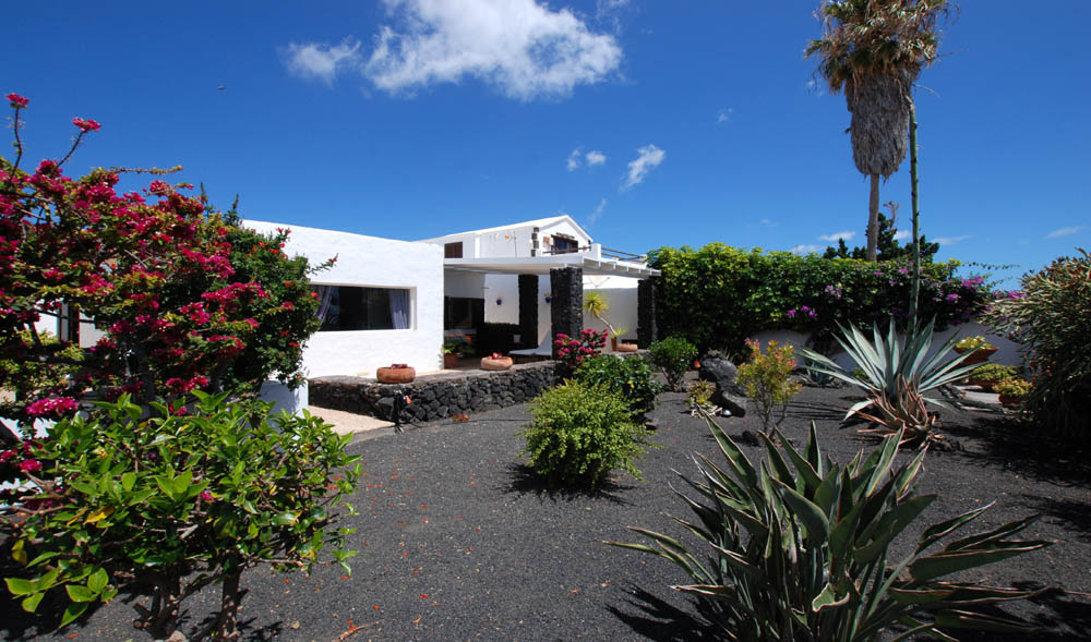 villa with private heated pool Lanzarote